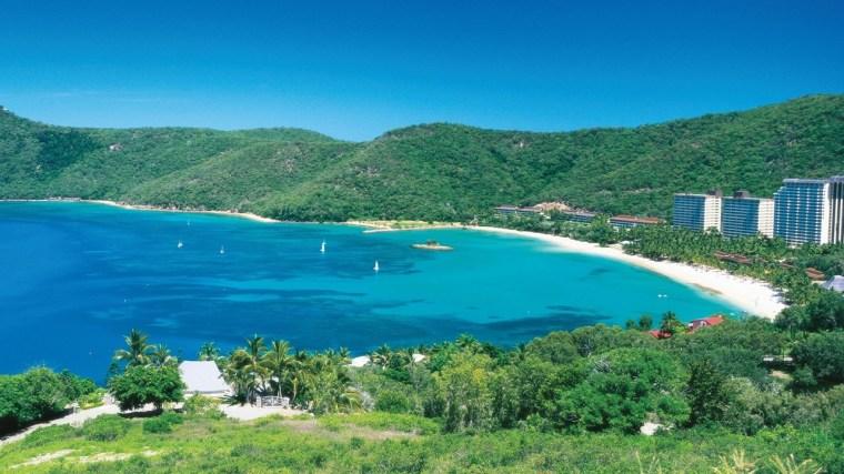 hamilton-island-beach